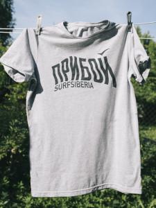 Хлопковая футболка высокого качества. 1000 руб. Размеры М и L. Сделана в России специально для фильма ПРИБОЙ.